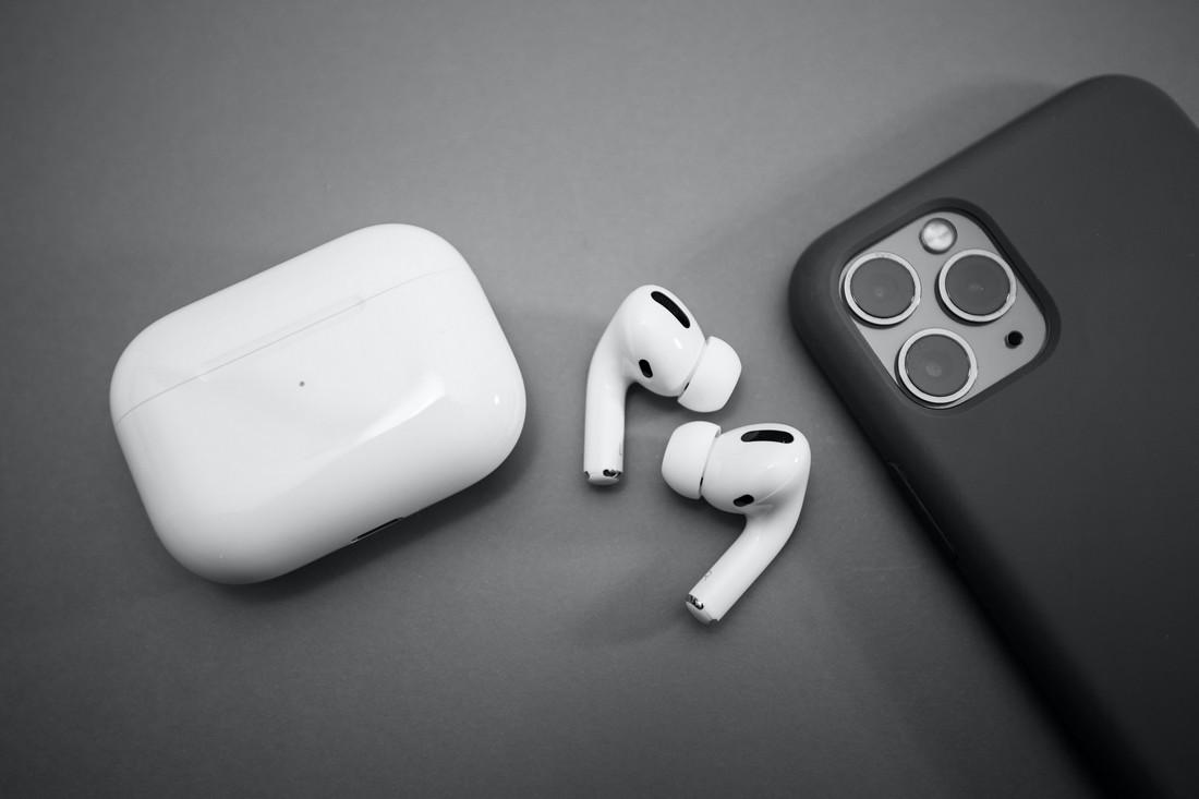 Apple News : New Iphones will Be Produced In India And Updates Of Apple Earbuds